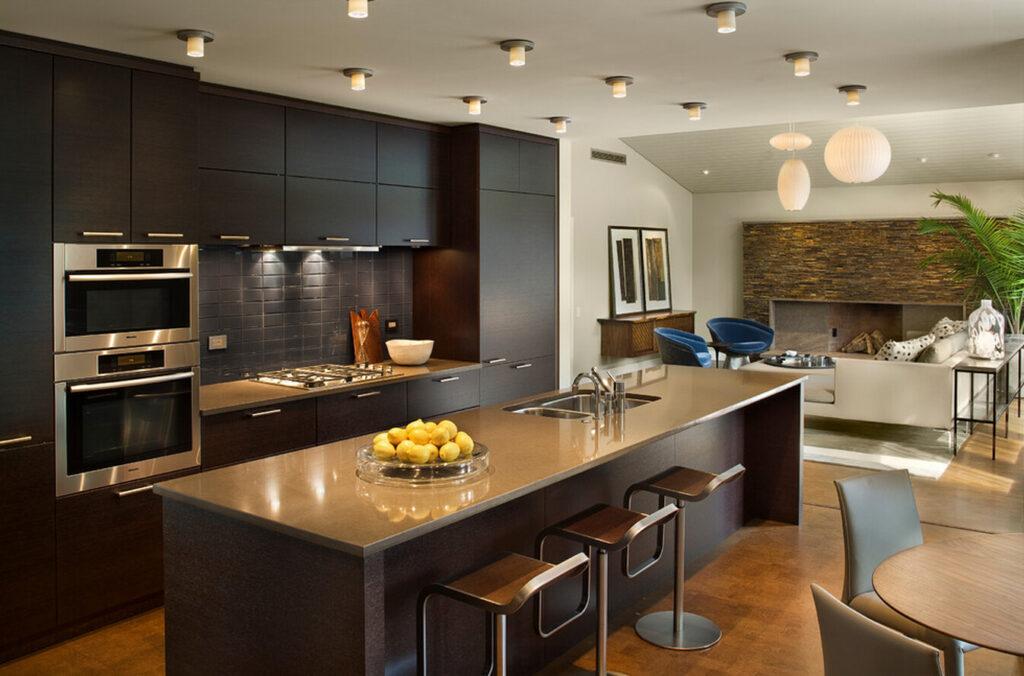 дизайн кухни с длинным столом барной стойкой контемпорари