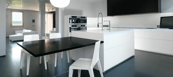 Детали дизайна Хай тек в оформлении кухни