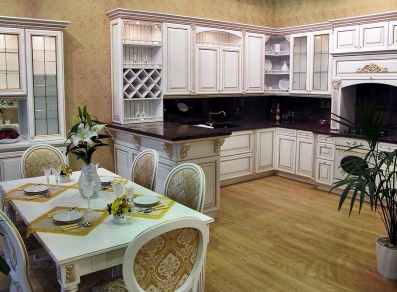 светлая кухня в стиле дизайн